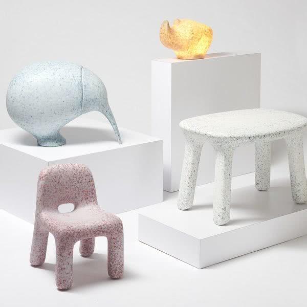 Для создания детской мебели использовали пластиковые игрушки